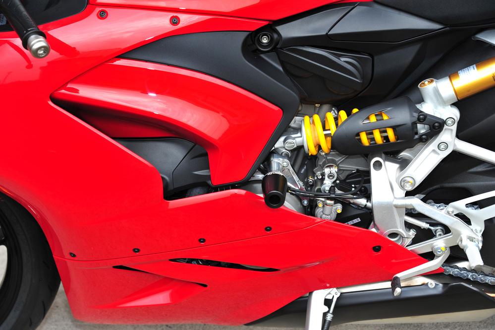 【新製品】 PANIGALE  V2 エンジンスライダーキット